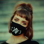 Cum să evitați acneea cauzată de mască